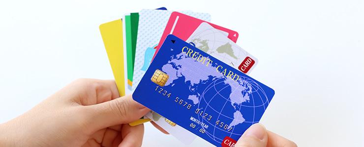 クレジットカード債権を検討している人の手