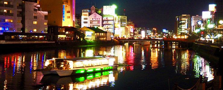 福岡県の夜の街並み