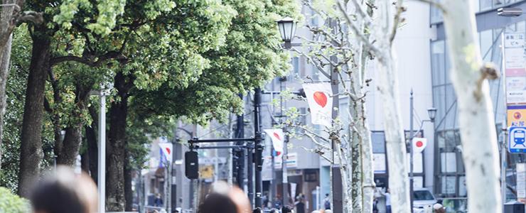 関東の繁華街の様子
